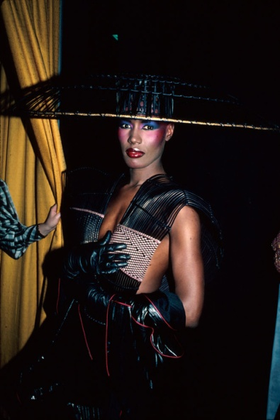 50741375gracejones_jpg_921_north_499x_white