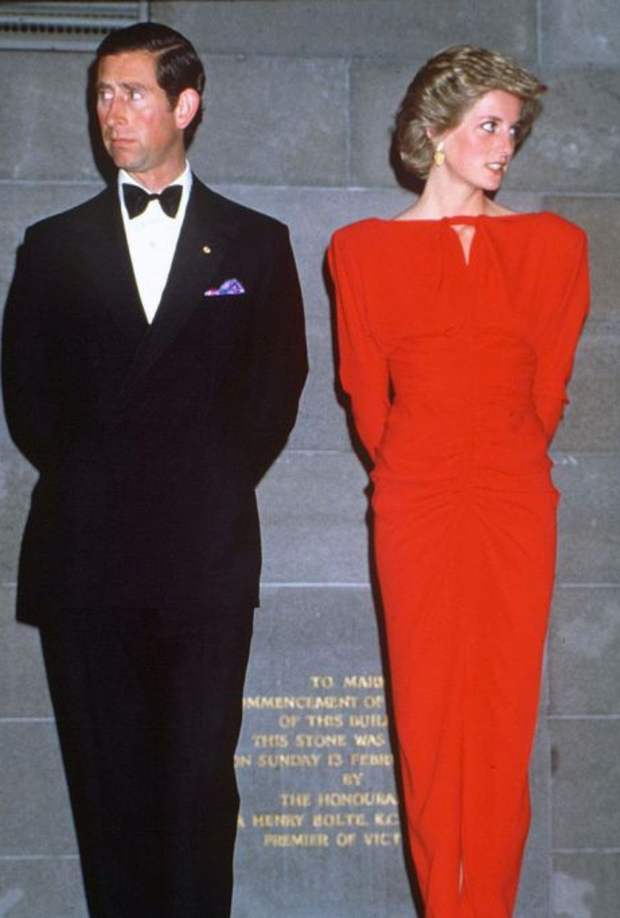 lady di red dress.png