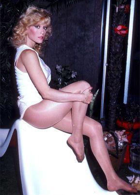 a5b8f39d40c488171adcd3f8b334031e--nylons-heels-tan-pantyhose