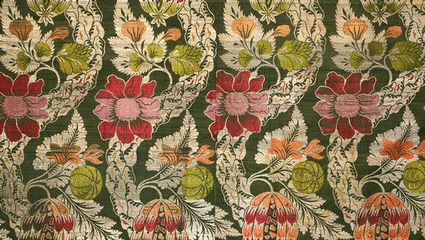 2006am5198_spitalfields_dress_fabric_room52_custom_base_custom_610x344_06110345